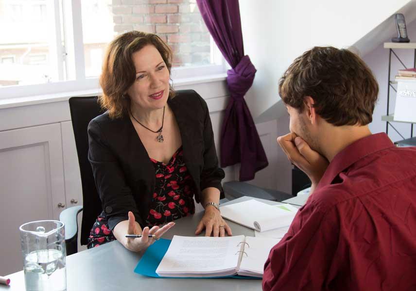 schrijfcoach-Jacqueline-Zirkzee-aan-het-werk